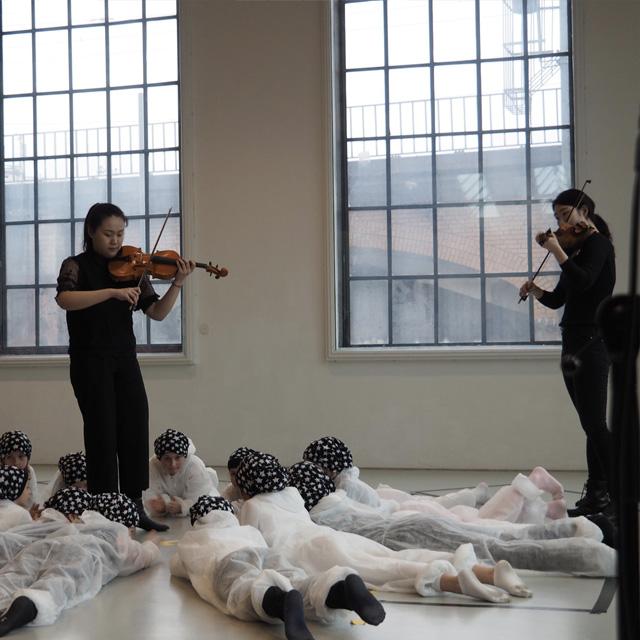 IN BETWEEN – Musiktheater in den Deichtorhallen. Die Aufführung.